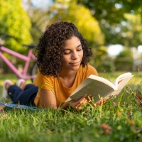 Getting lost in books: the language of reading